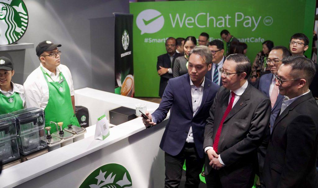 财务部长林冠英出席大马 微信支付(WeChat Pay)推介其最新技术以刺激顾客使用电话付款发布会。